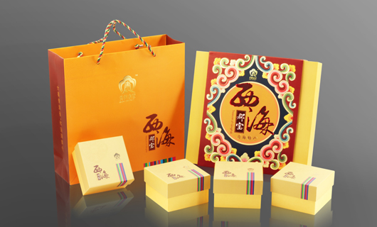 包装设计,风格独具民族特色,视觉效果华贵大气,与产品中高端商务礼品